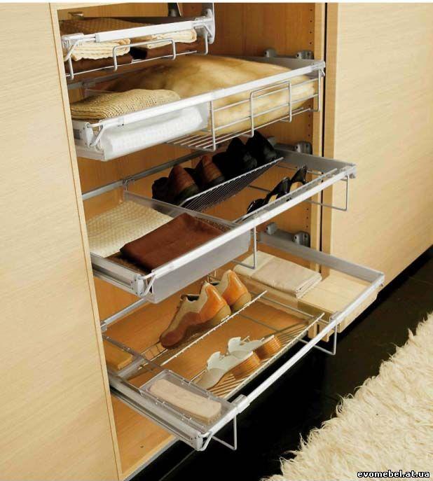 6. Глубокий и большой шкаф позволяет использовать не только наполнение для шкафов, но и самостоятельные аксессуары.